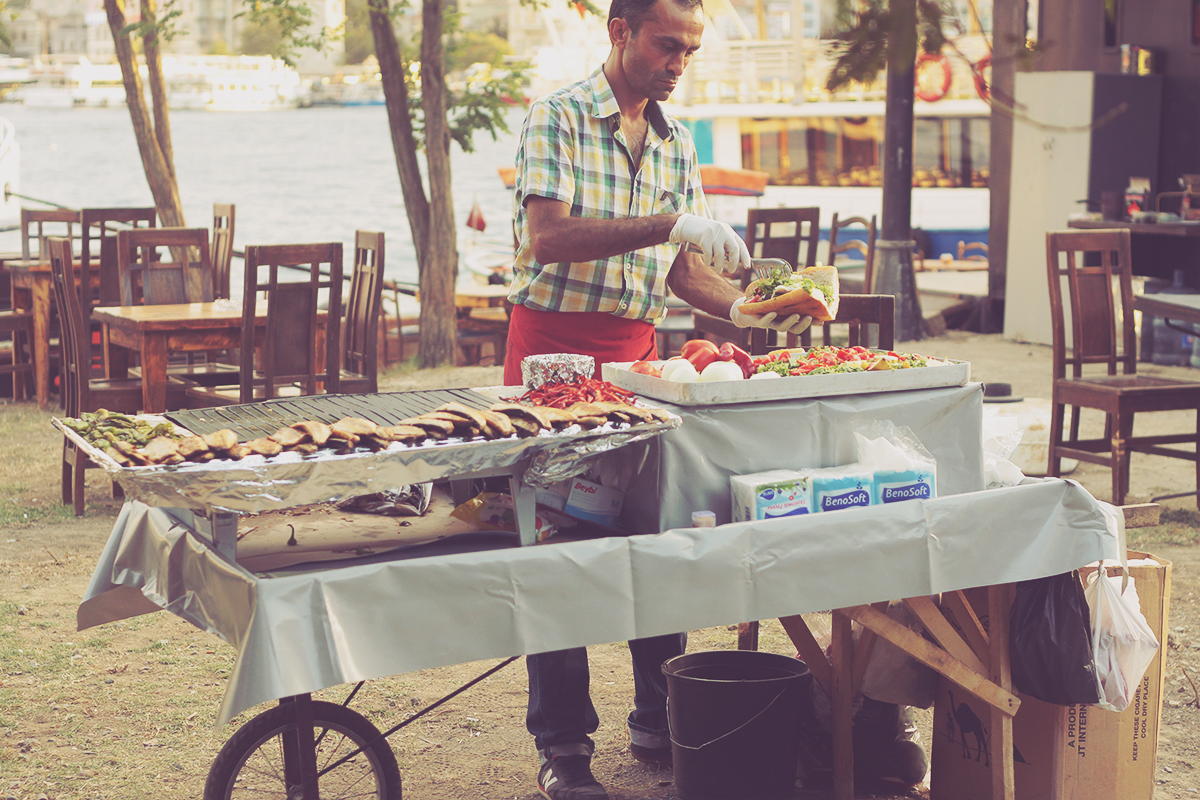 istanbul_famous fish sandwich prepared near galata bridge