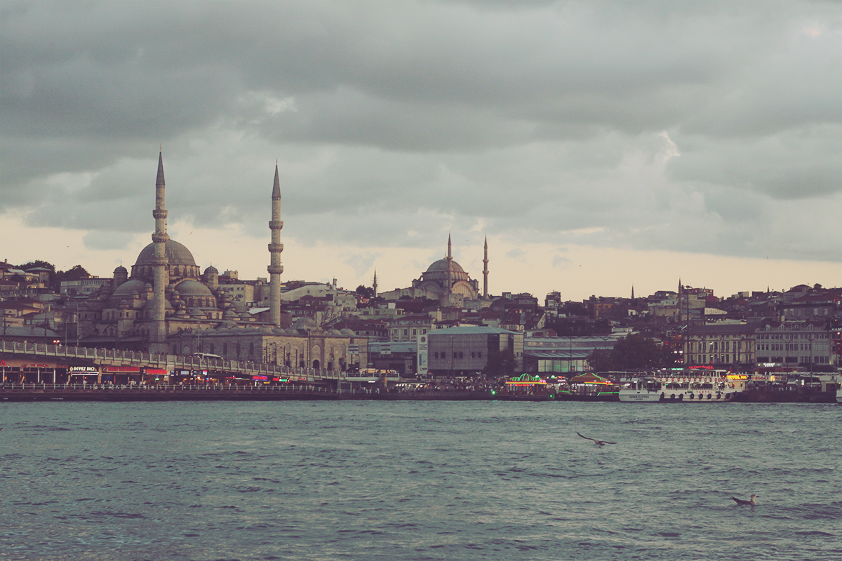 istanbul_galata bridge and the gorlden horn waterway