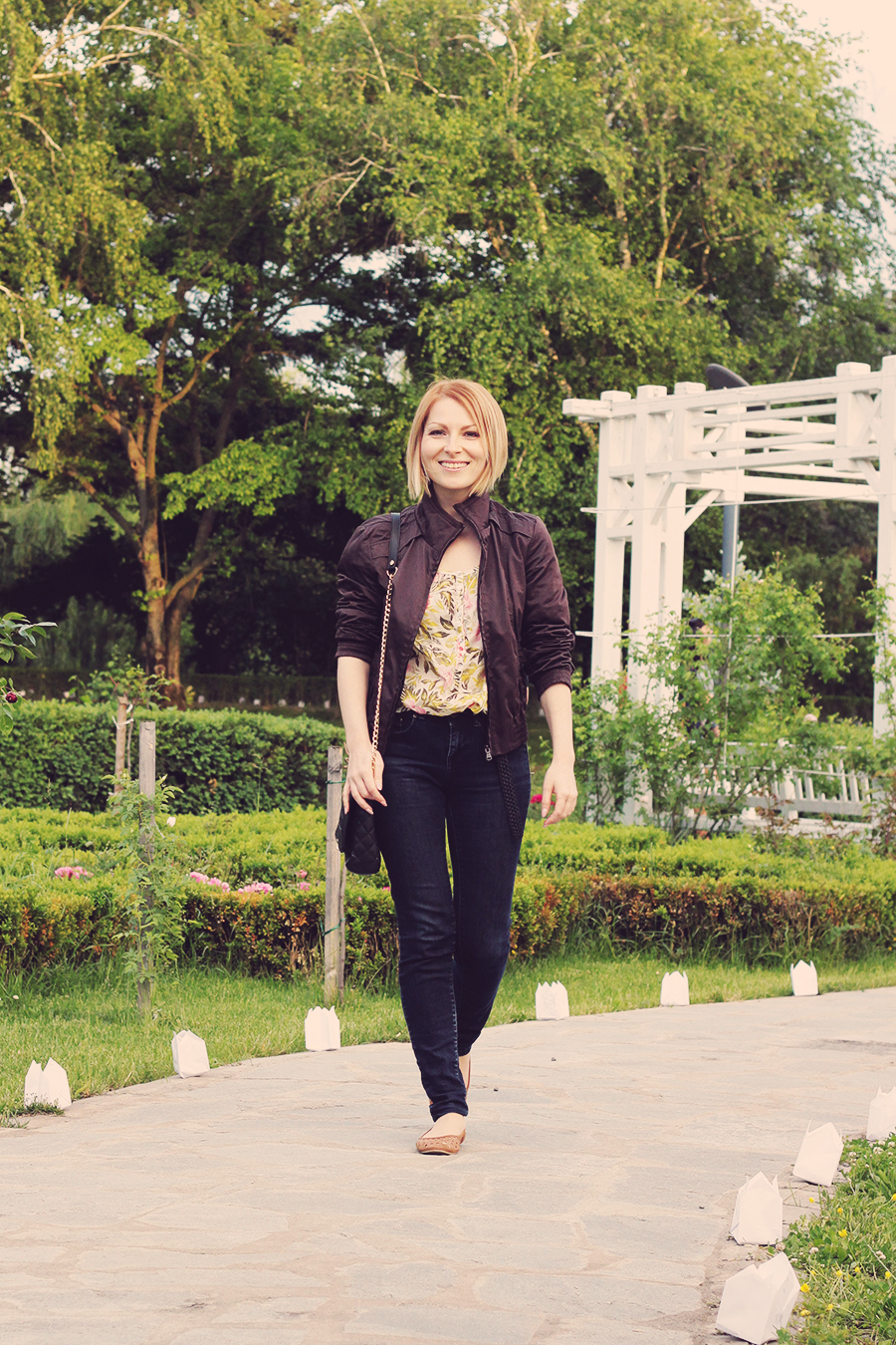 floral_shirt_and_jeans