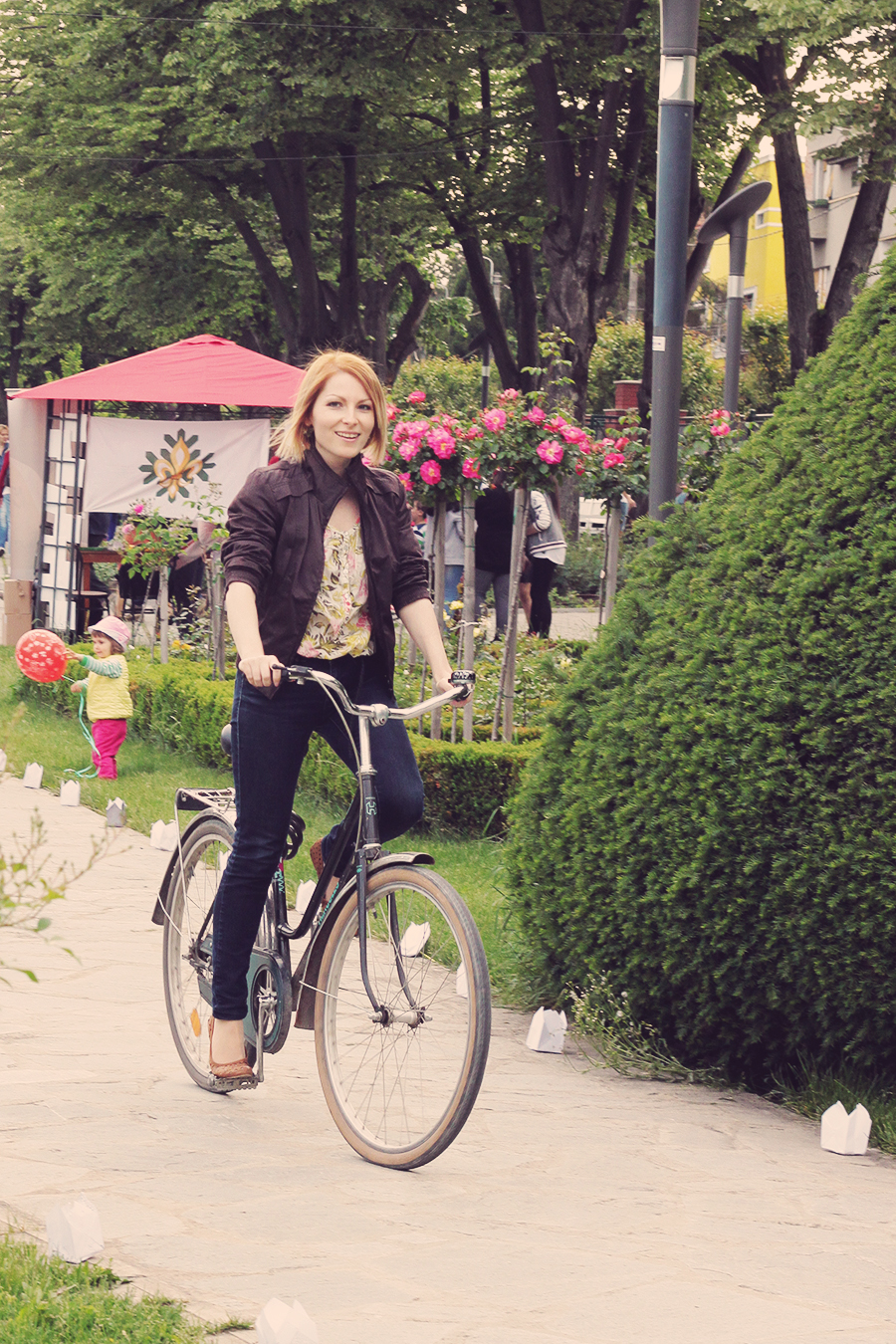 jeans_and_flats_on_a_bike