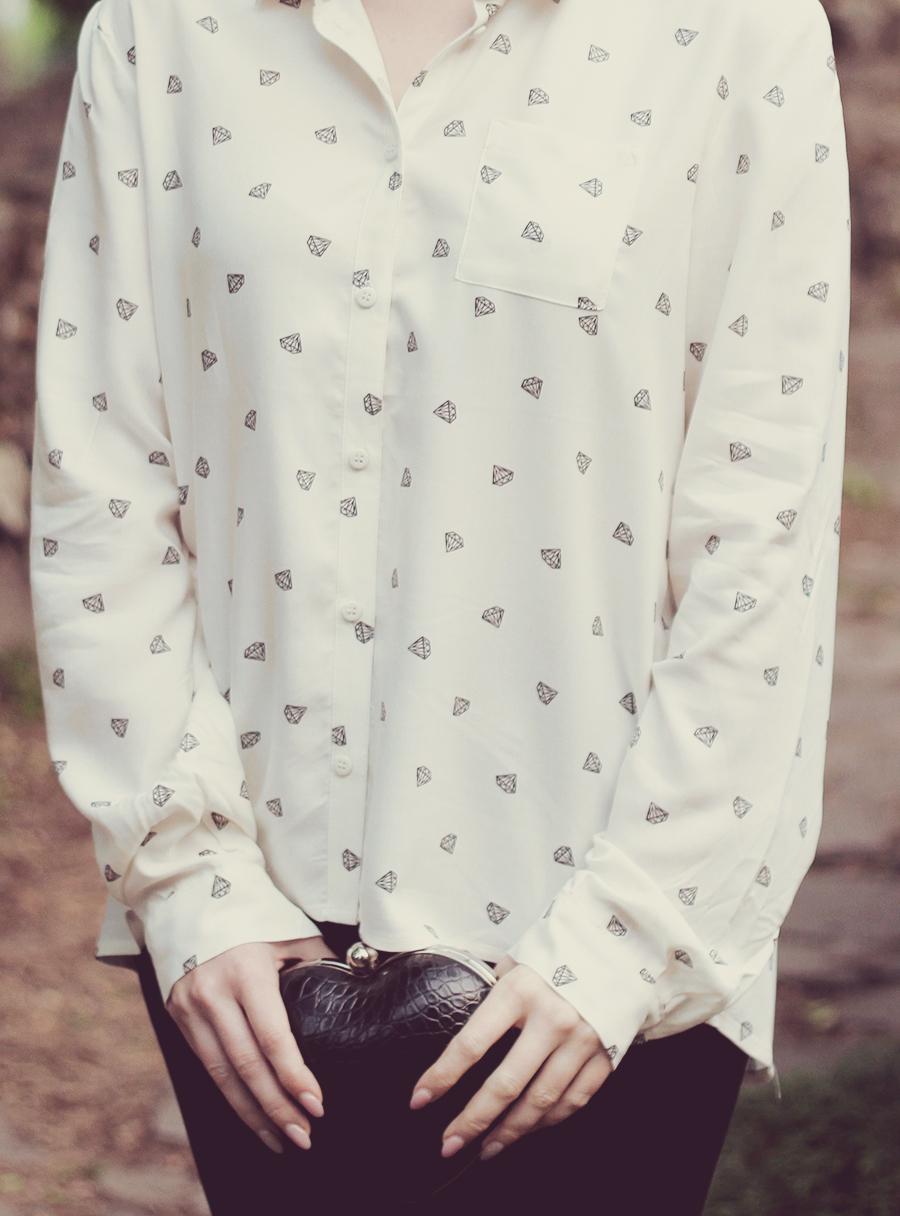 white_shirt_heart_clutch
