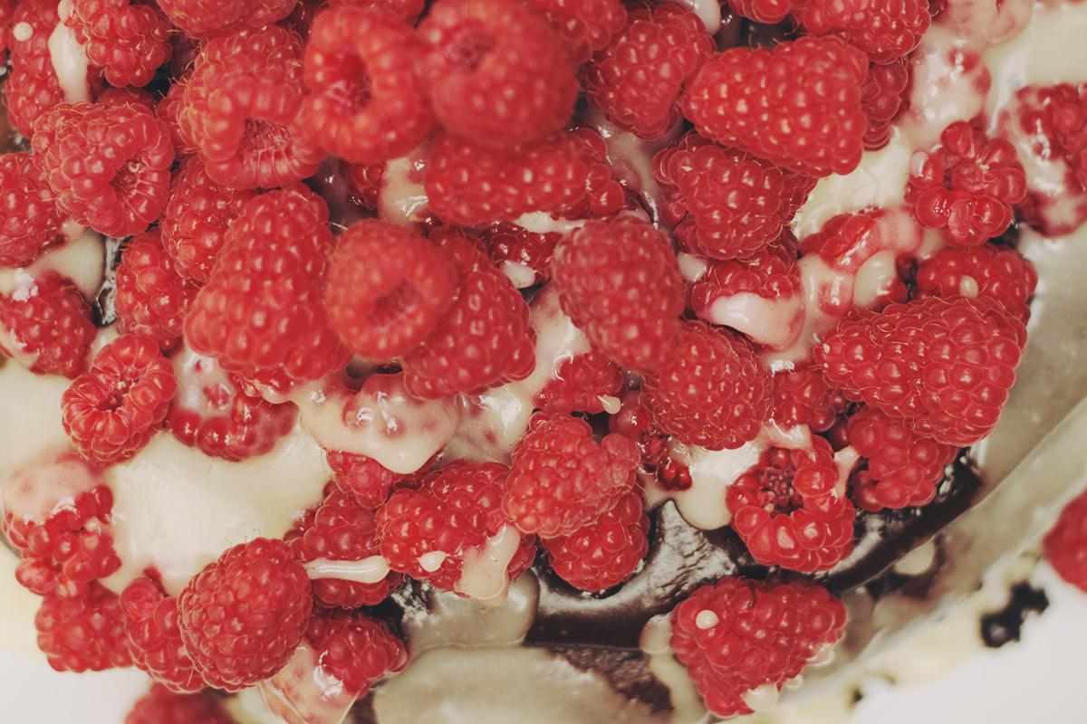 raspberry_chocolate_cake_white_chocolate