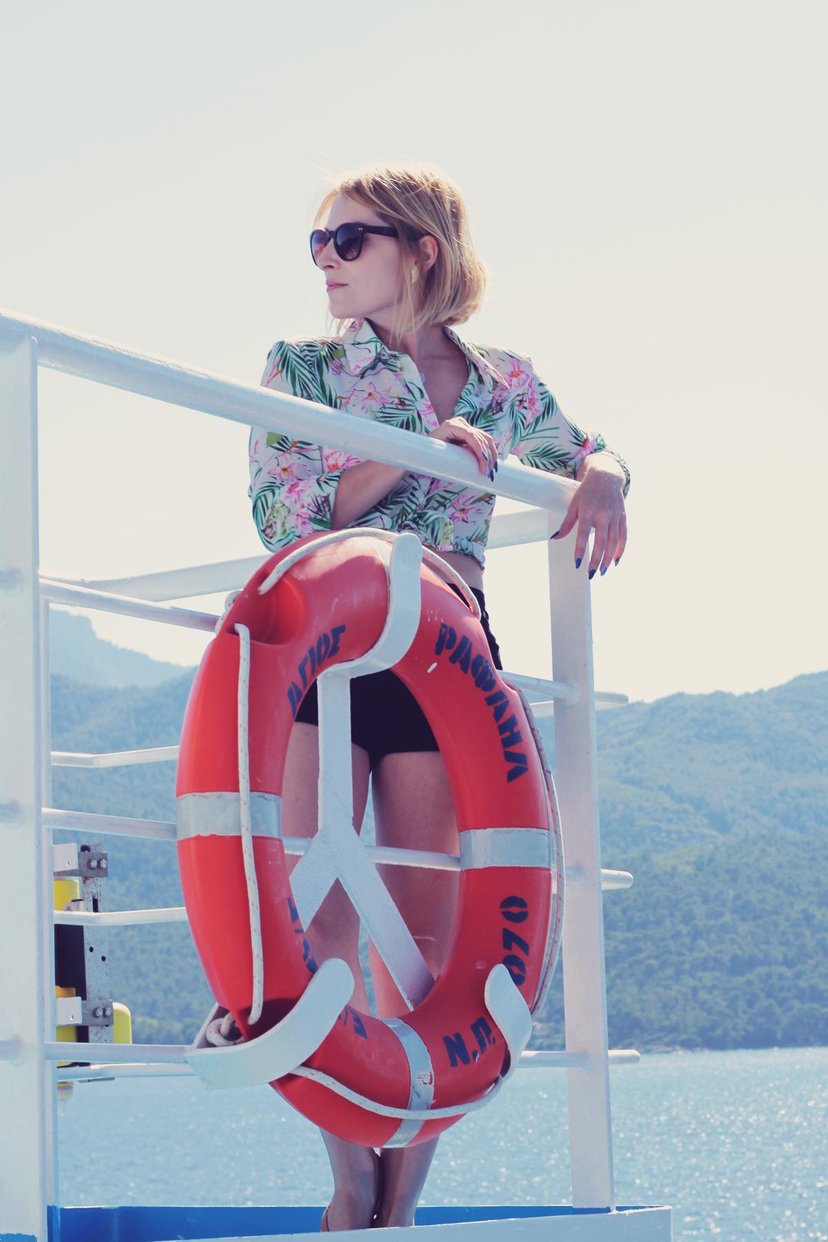 ferry thasos_summer shirt and shorts2