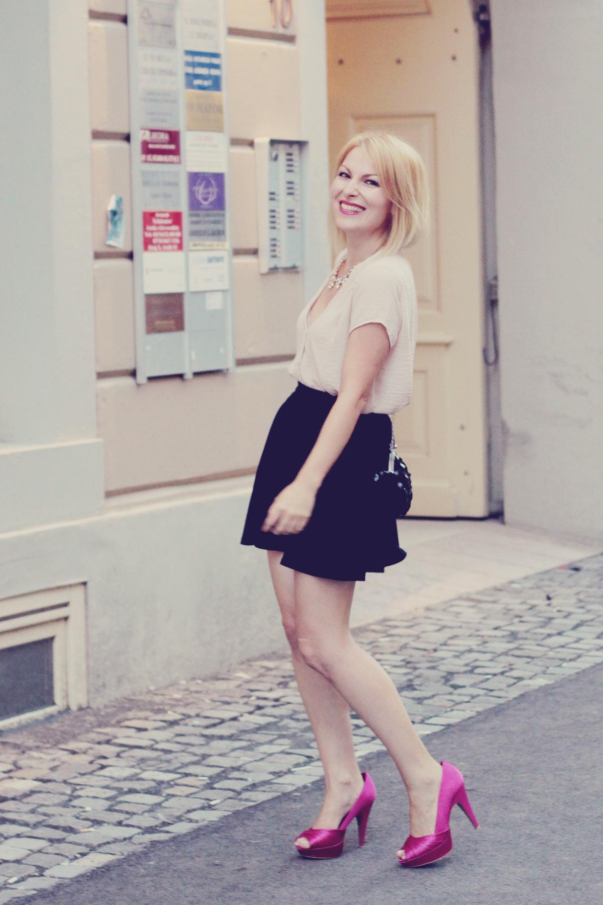 pink pumps_a-line_black_skirt