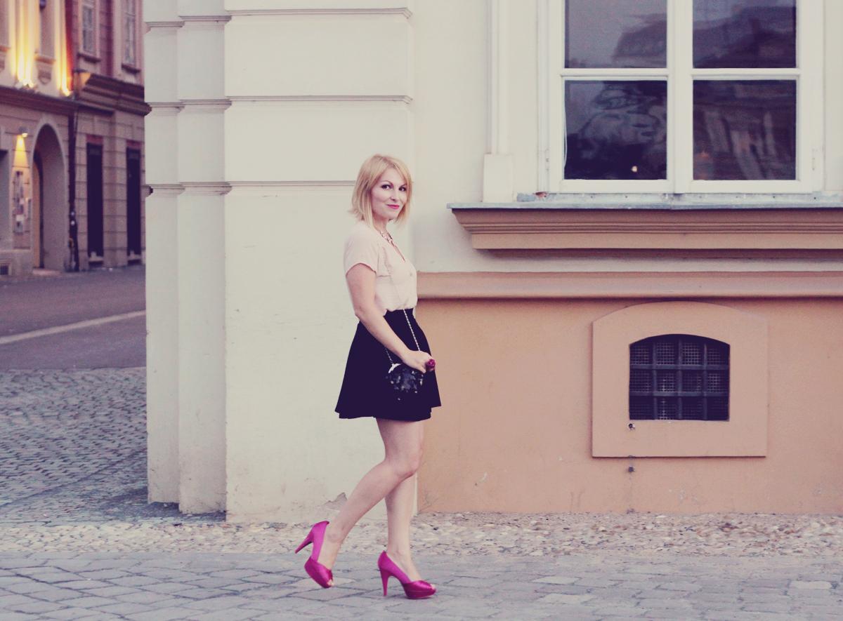 pink pumps_black skirt_nude shirt