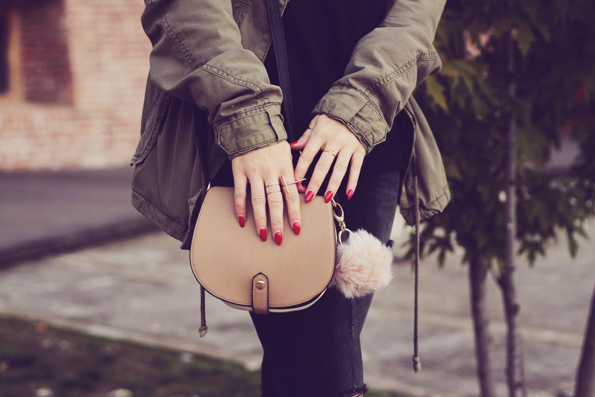 red_nails_cute_purse_with_pom_pom