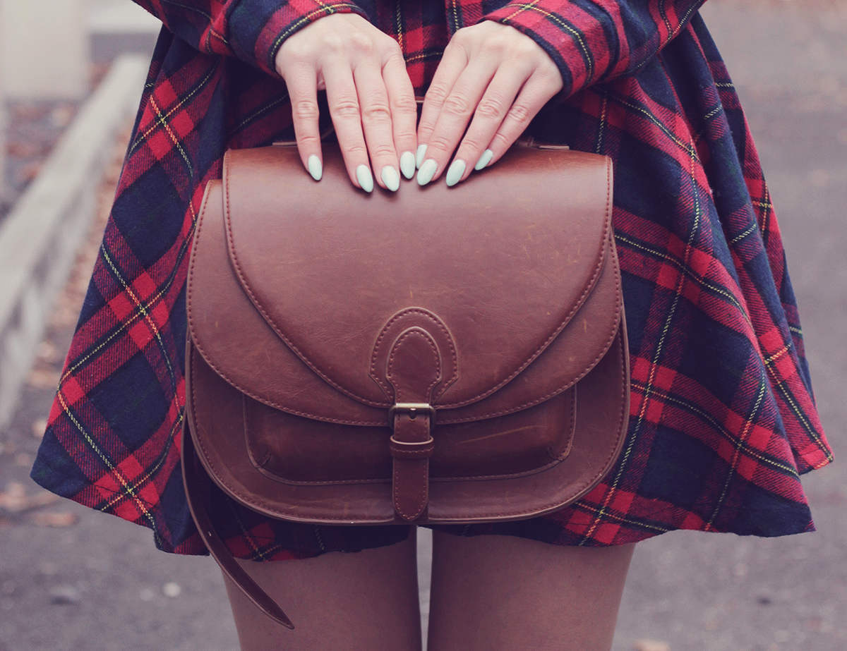 mint nails_brown handbag and tartan dress