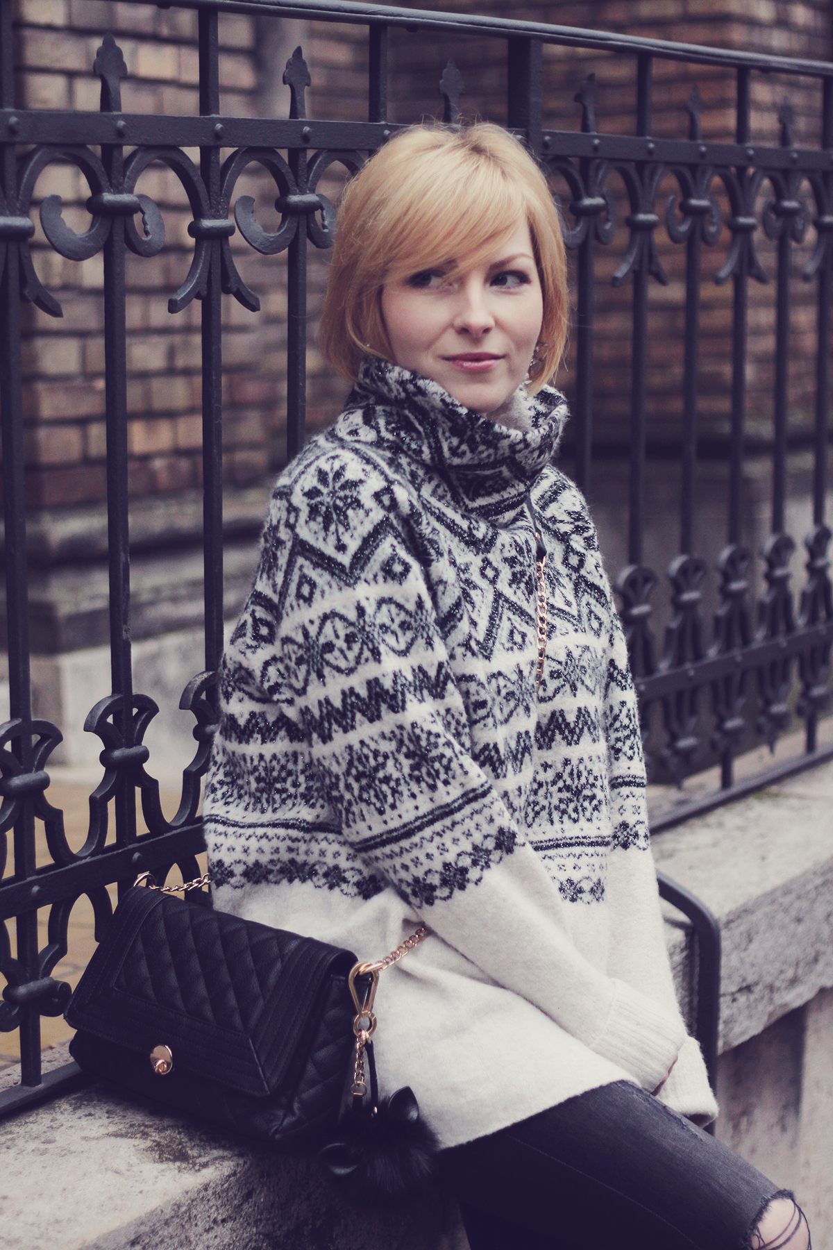 christmas winter jumper and black purse with pom-pom