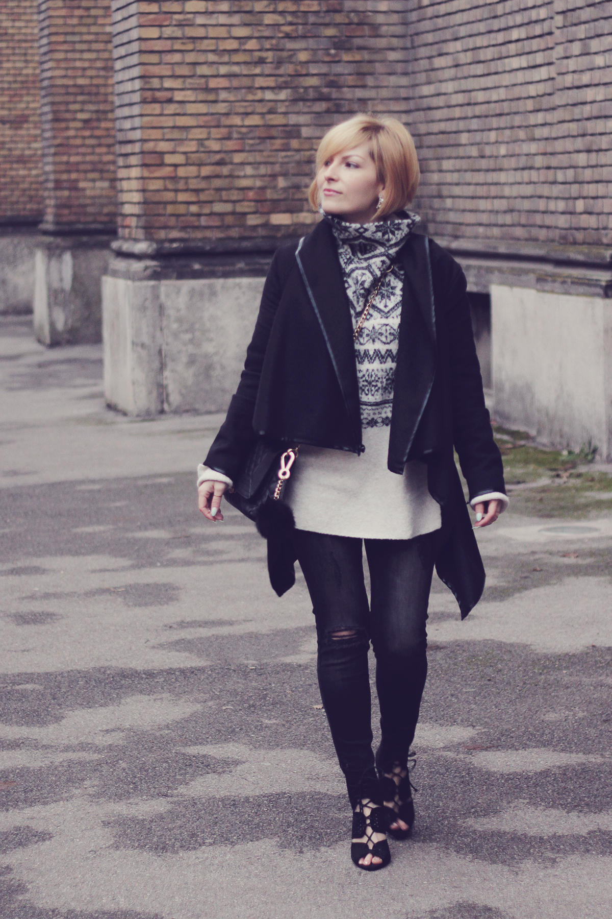 christmas winter jumper with skinny jeans and black coat
