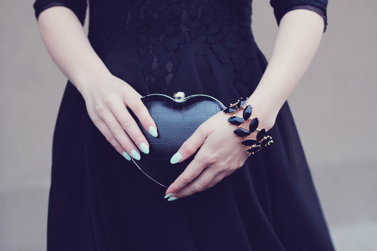 holiday look-black dress and heart clutch