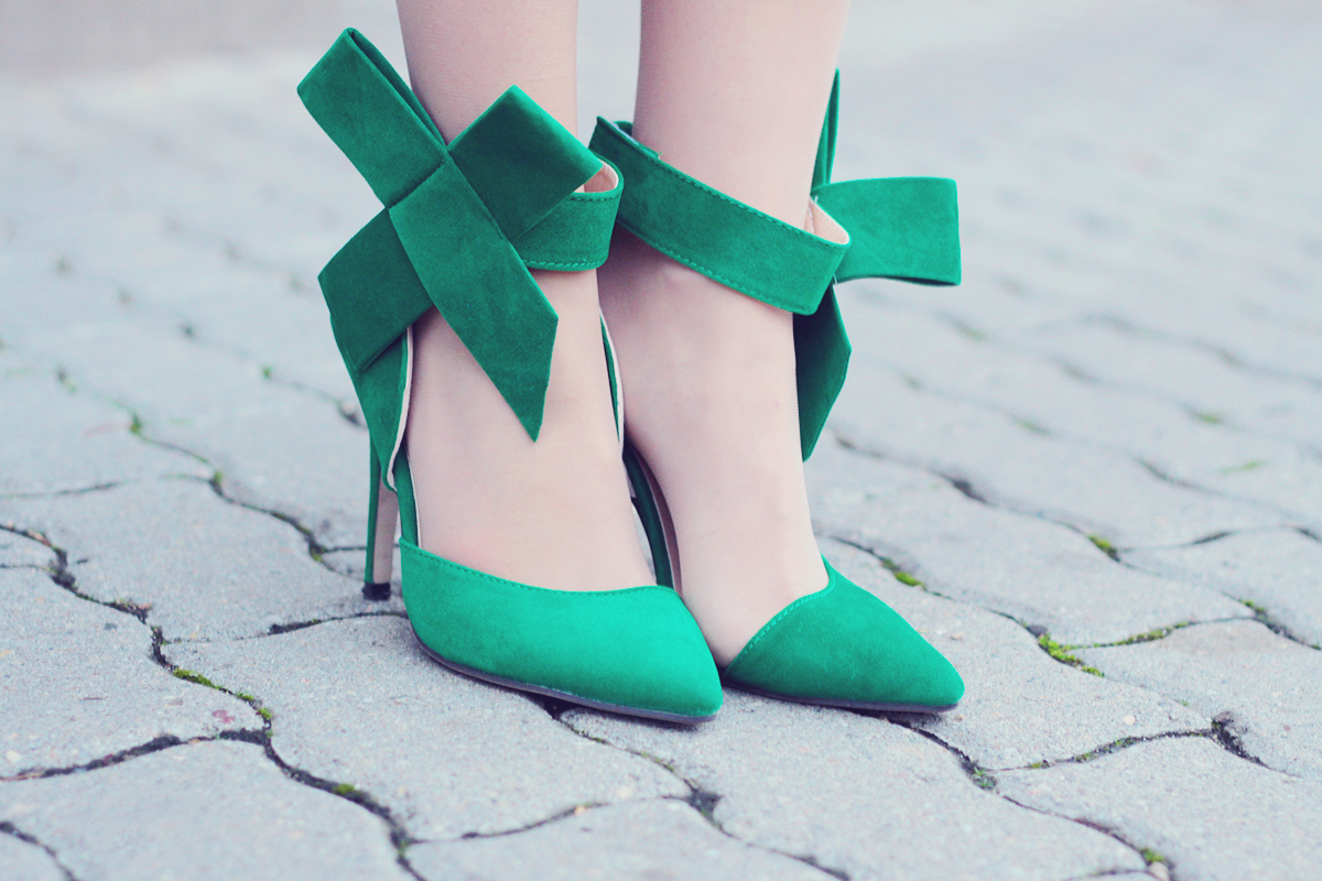 holiday look-the big green bow high heel stilettos
