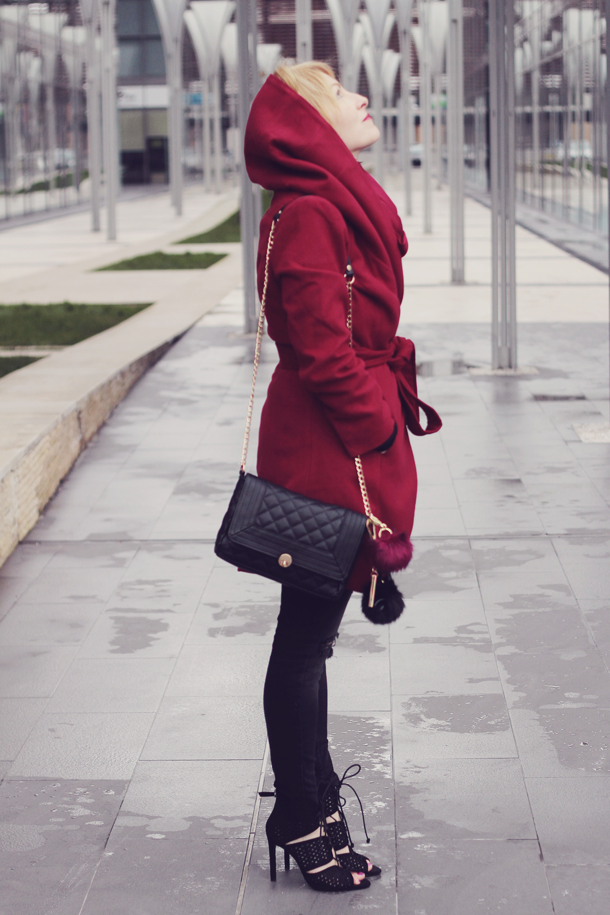 burgundy coat with jeans and high heeled sandals