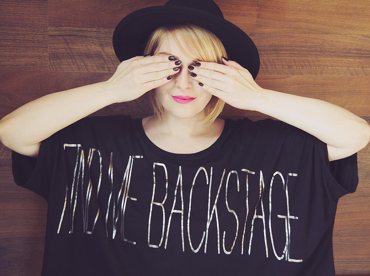 festival find me backstage t-shirt with black matte nails