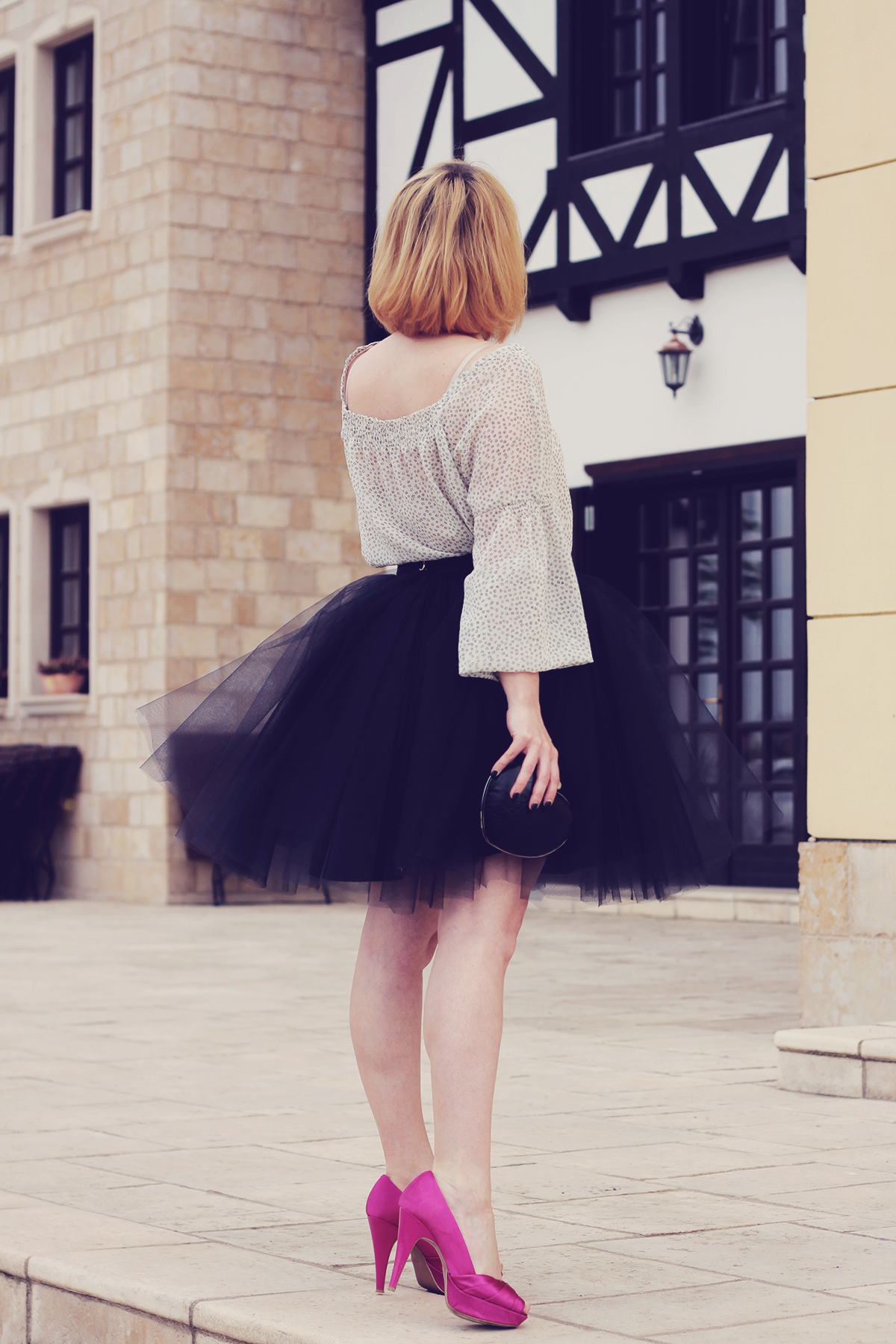 the tulle skirt and pink pumps_2