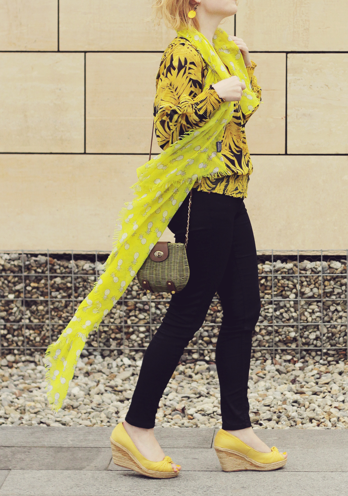 yellow scarf yellow wedges