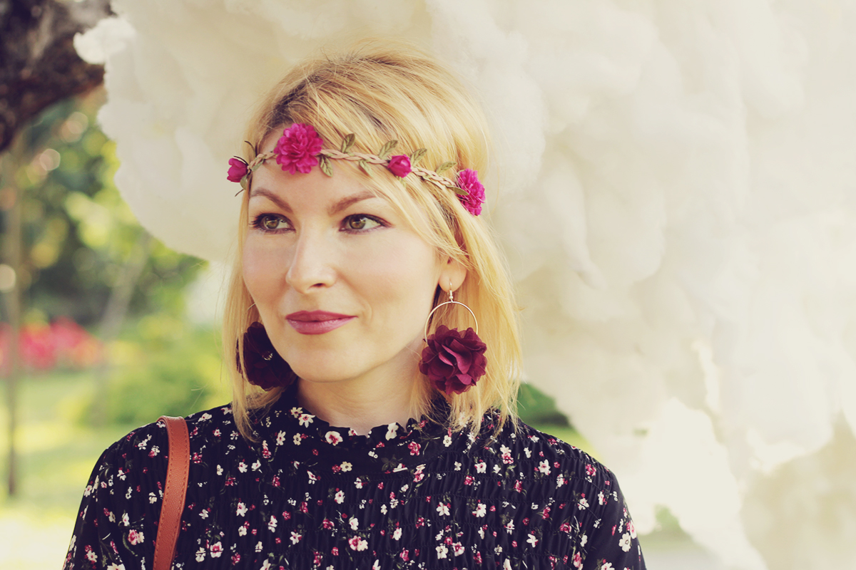 festival look_flower headband and flower earrings