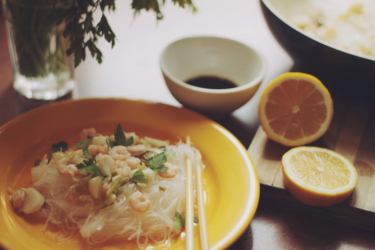 shrimp and rice noodles with lemon juice easy recipe
