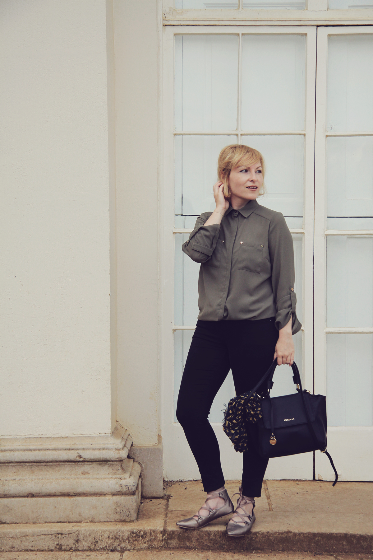 london-ballet-flats-and-jeans-with-green-shirt
