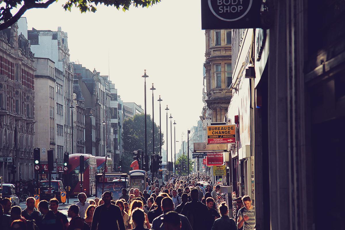 london-busy-oxford-street