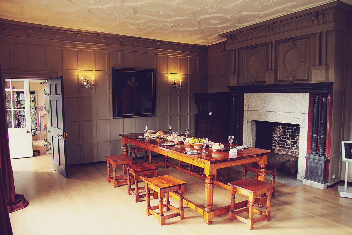 london-dining-room-at-forty-hall