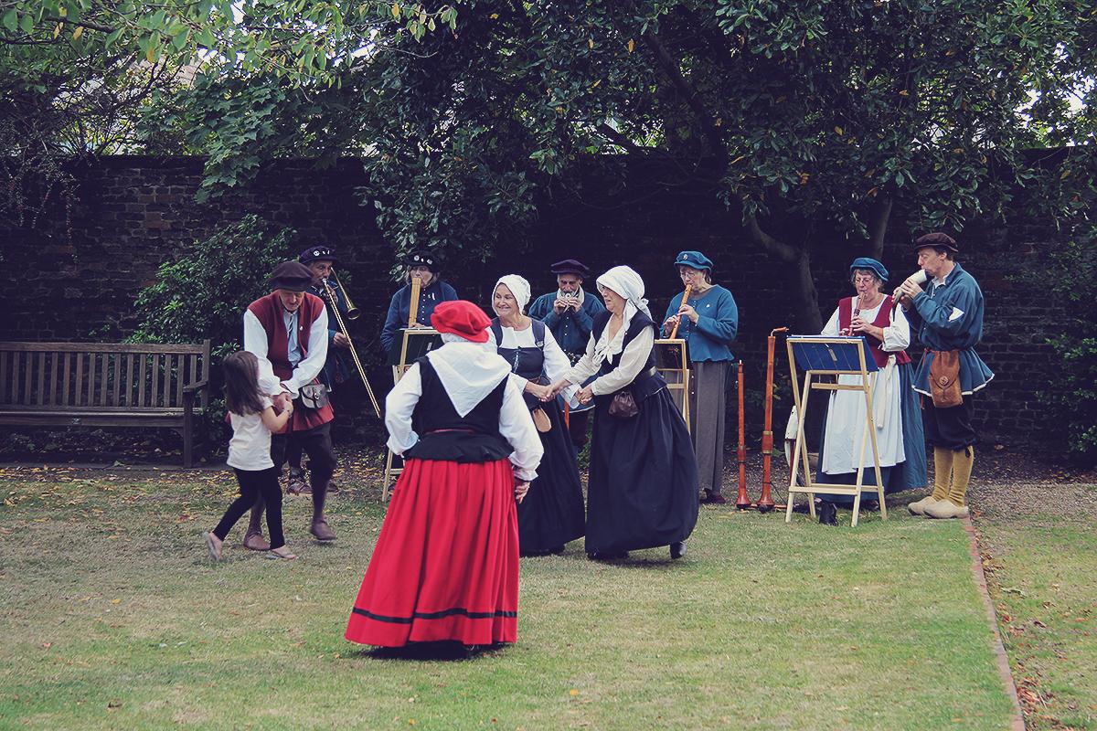 london-harvest-festival-at-eastbury-mansion