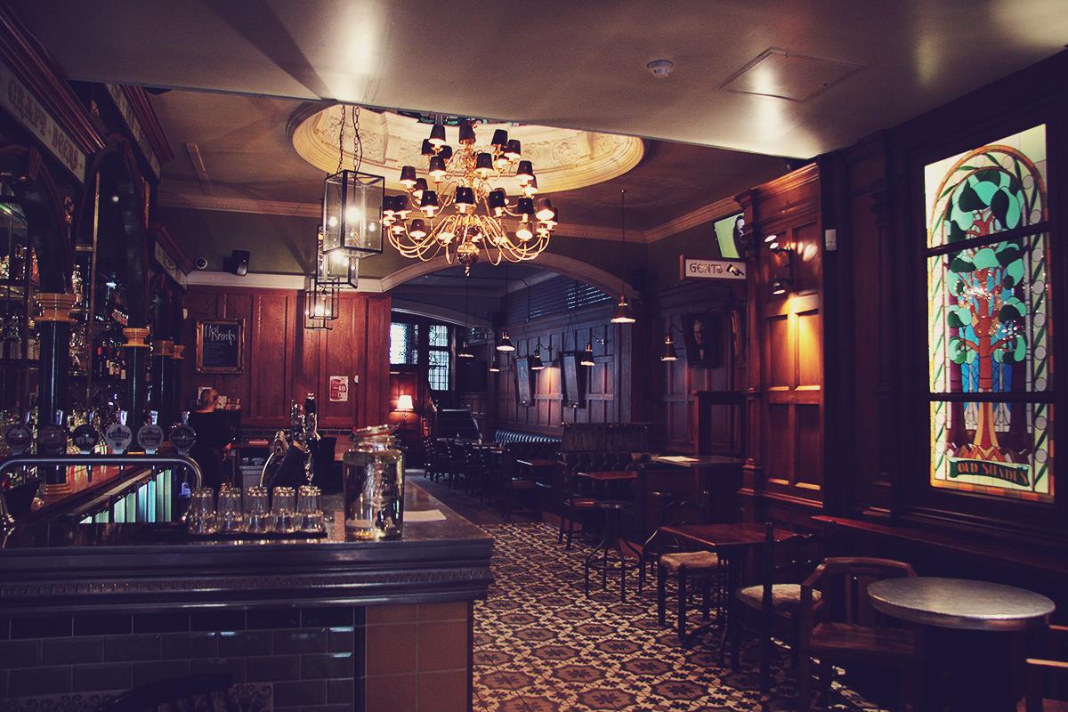 london-old-shades-pub-on-whitehall