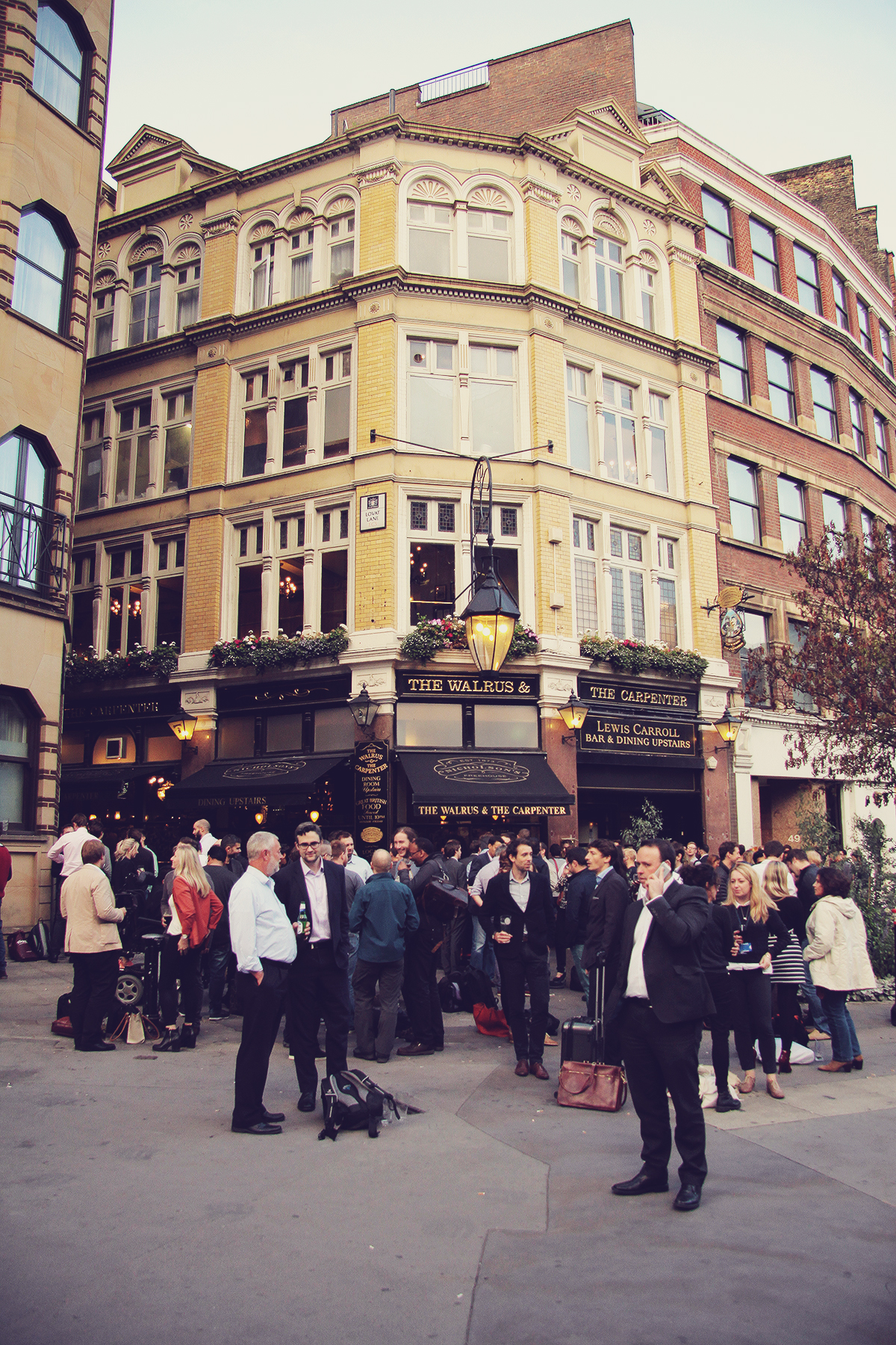 london-pub-in-bank