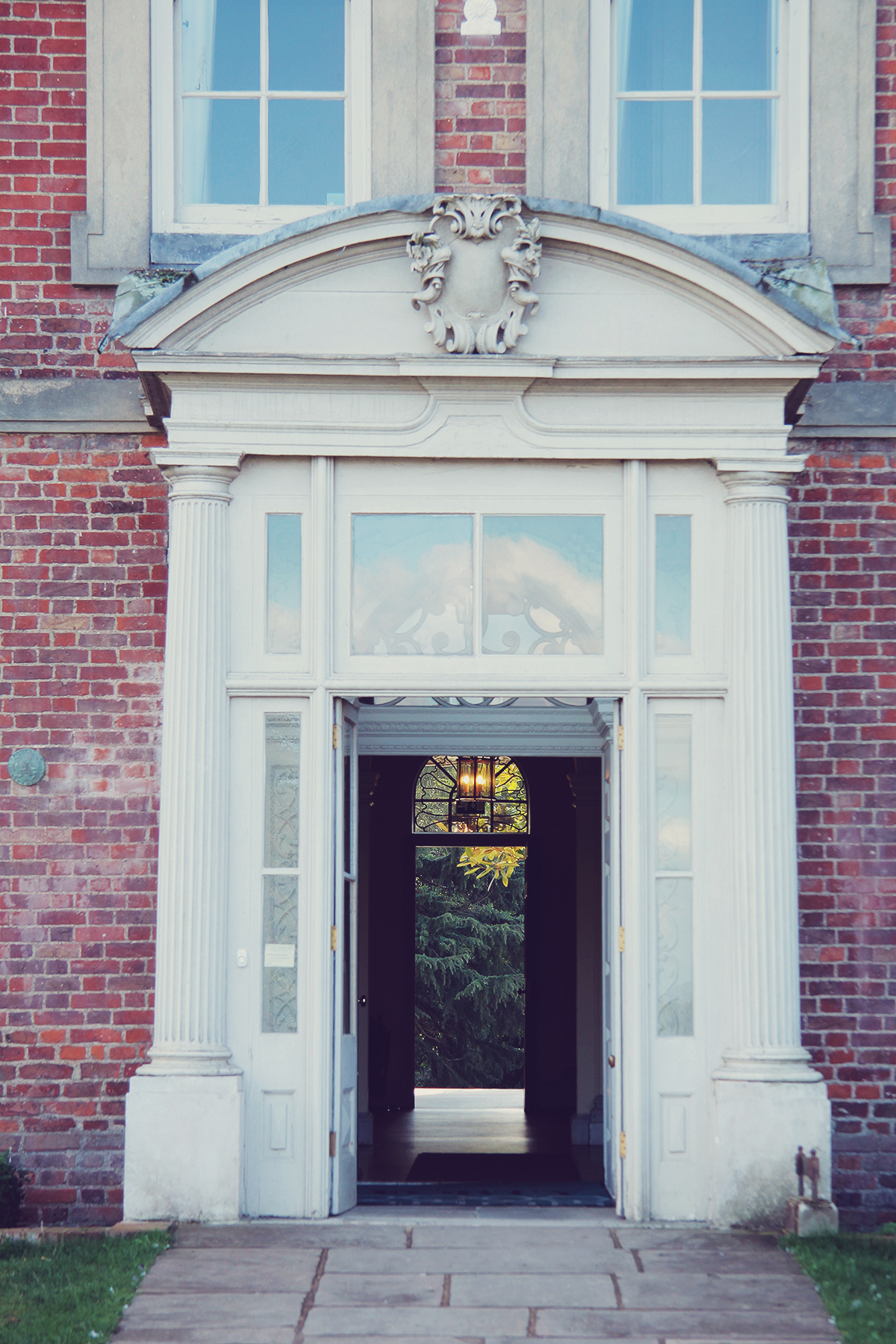 london-the-entrance-at-forty-hall