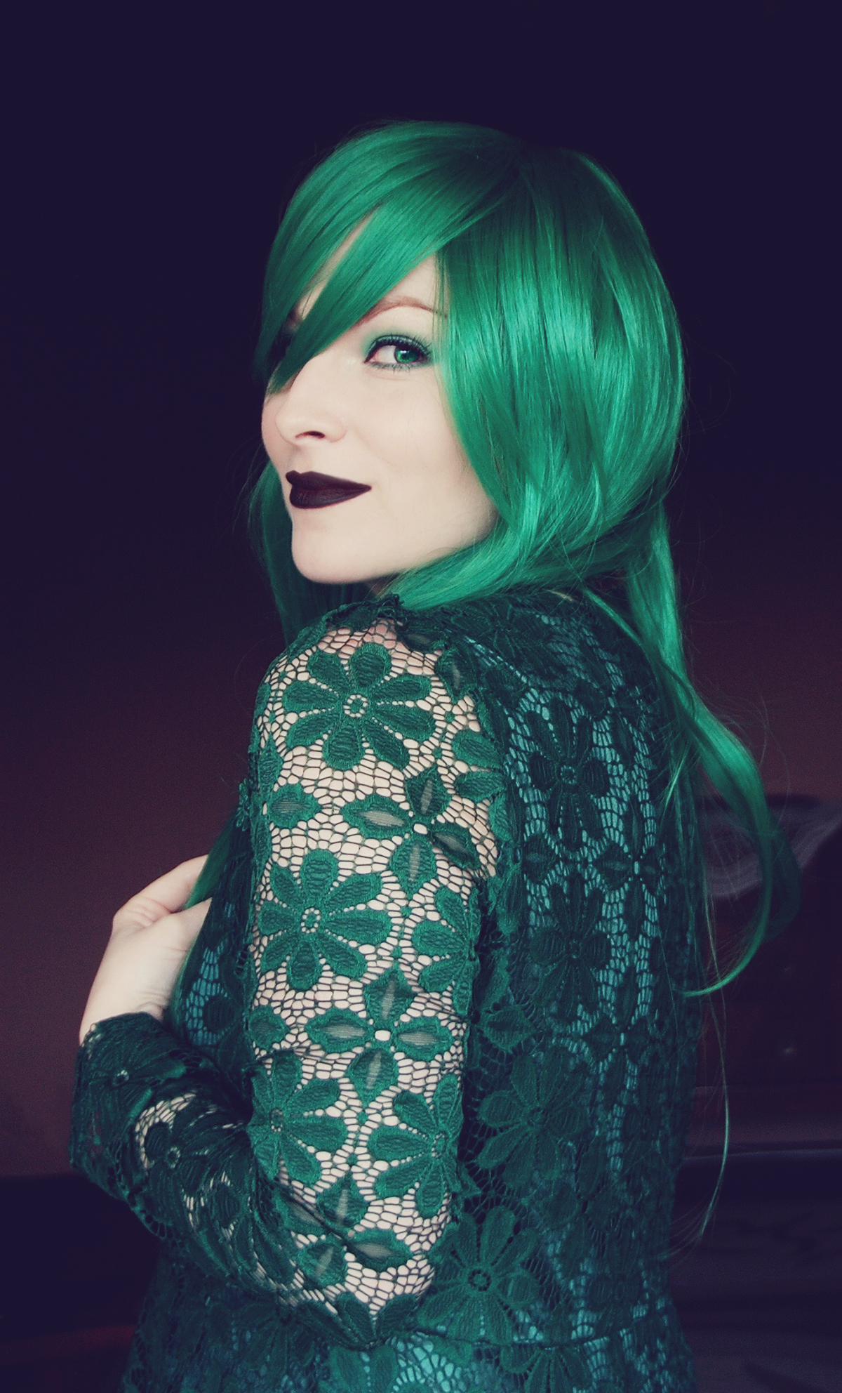 dresslily-emerald-green-wig-and-emerald-green-lace-blouse