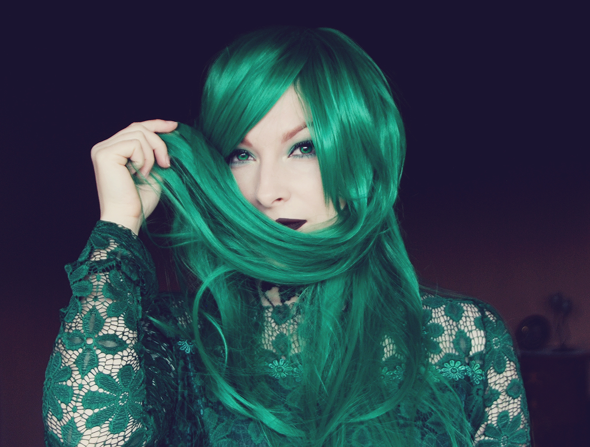 dresslily-emerlad-green-wig-and-black-lips