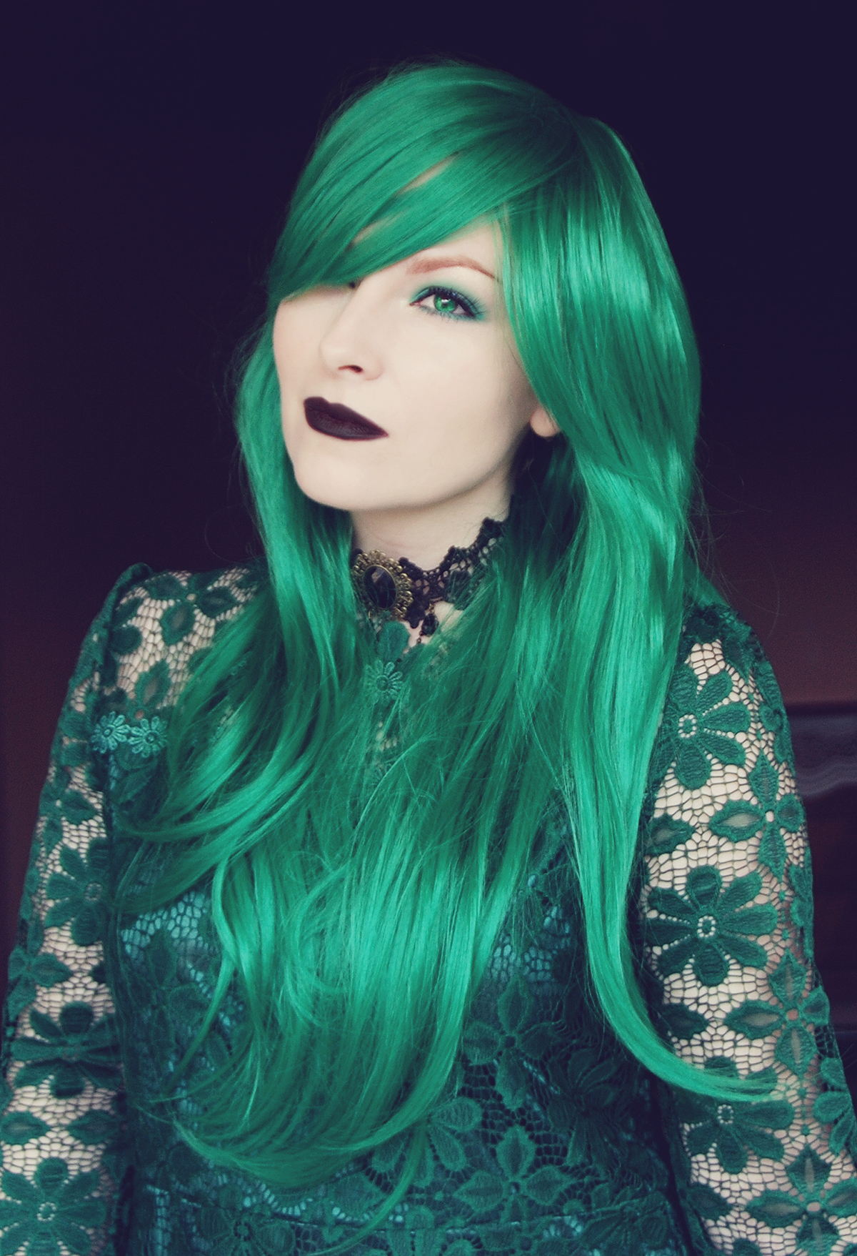 dresslily-vintage-choker-and-emerald-green-wig