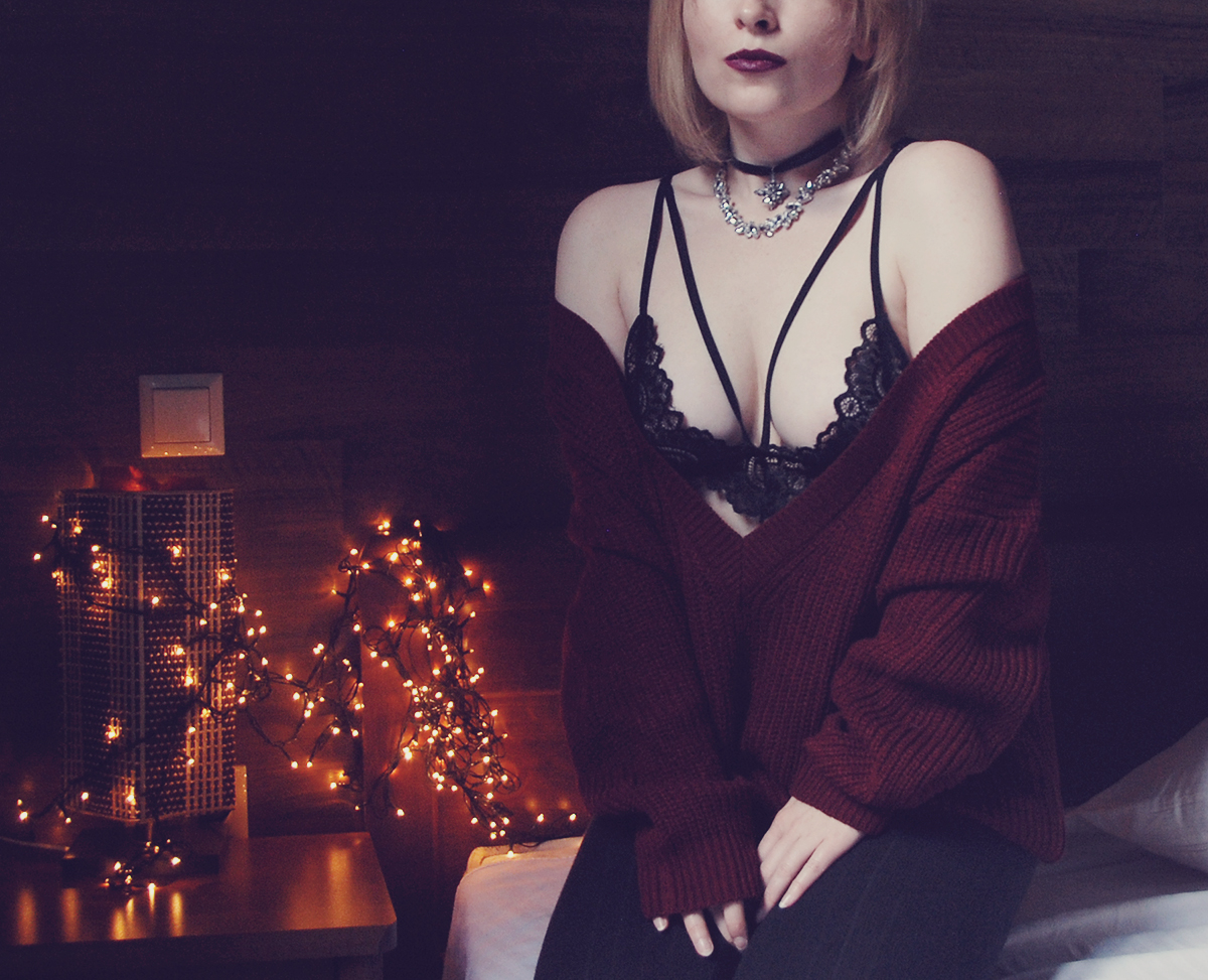 zaful-crystal-chokers-and-lace-bra