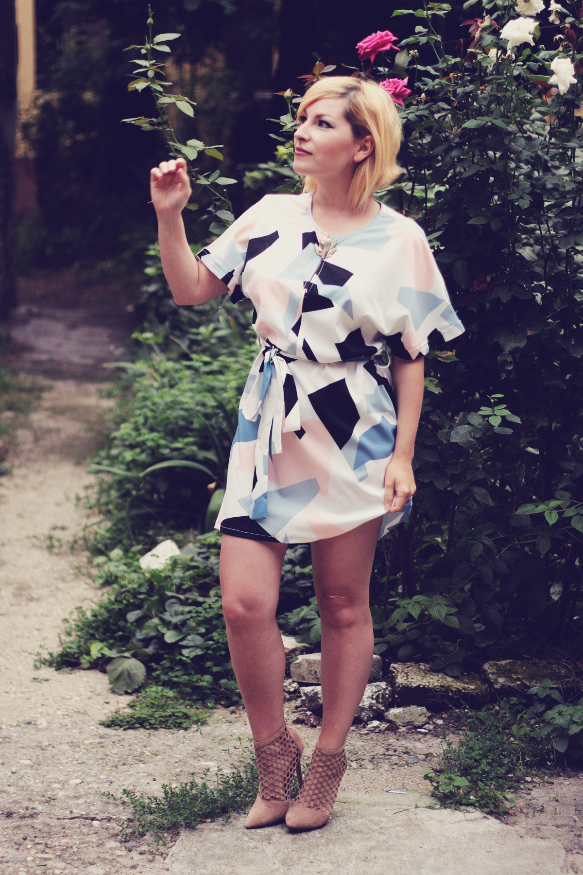 zaful print dress, zaful nude boots, kenzo jungle vintage brooch