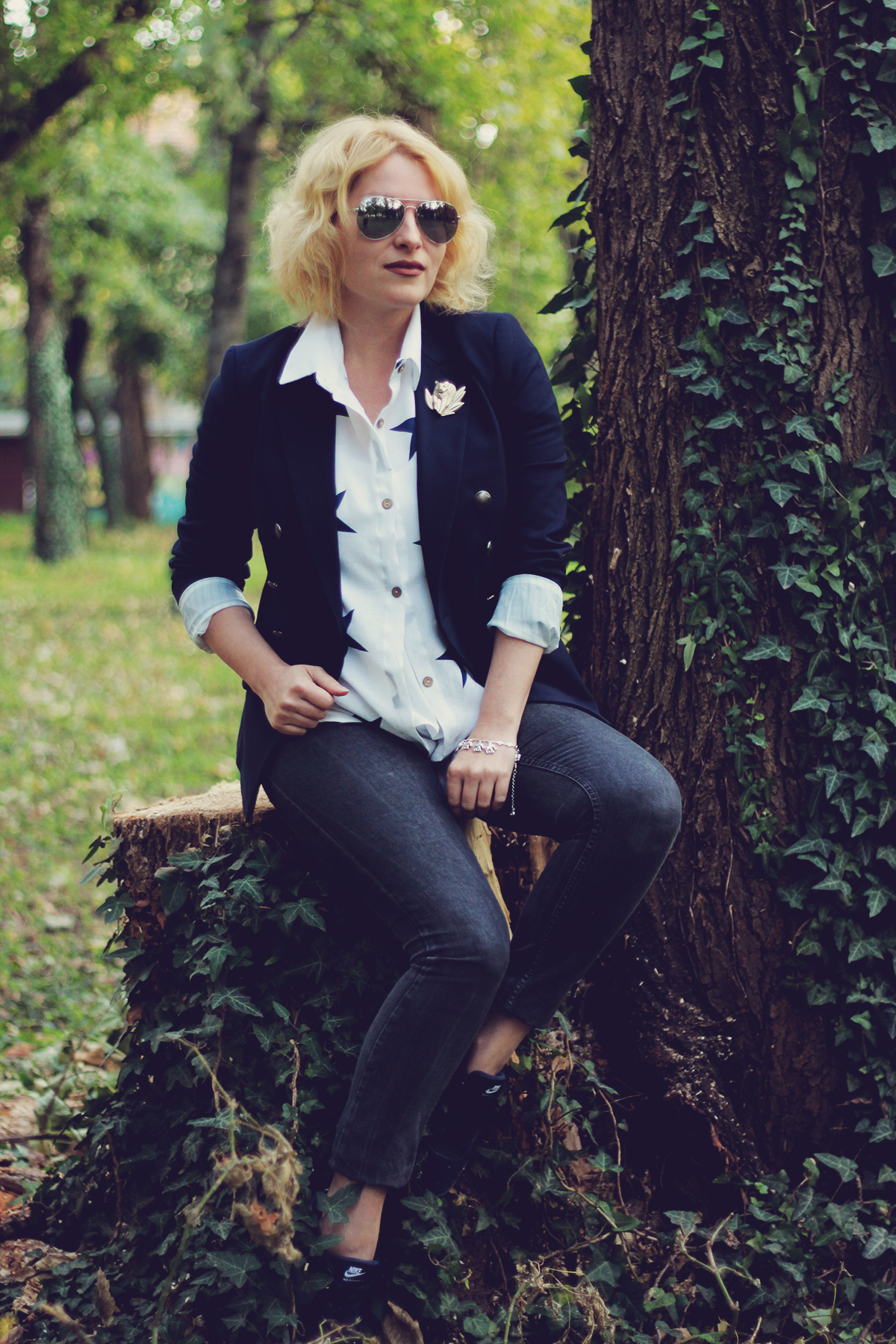 sunglasses, navy blazer, sammydress star shirt, kenzo jungle vintage brooch, office sporty look