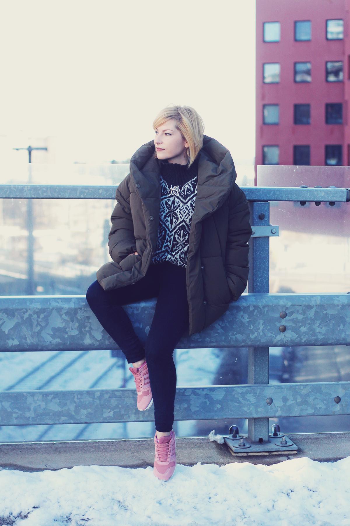winter fashion, padded jacket, jeans, vintage Swarovski brooch, pink adidas originals, winter sweater, urban landscape, Vienna, snow