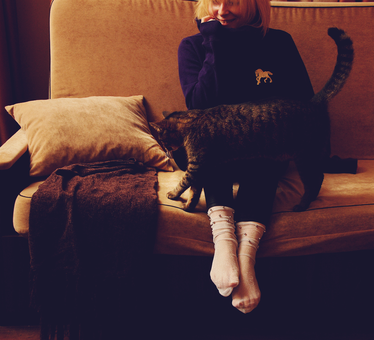 girl on couch with cat, trendy socks, black tulle socks with star pattern, stylish big horse brooch, leggings, hoodie, comfy, winter, cute, cat