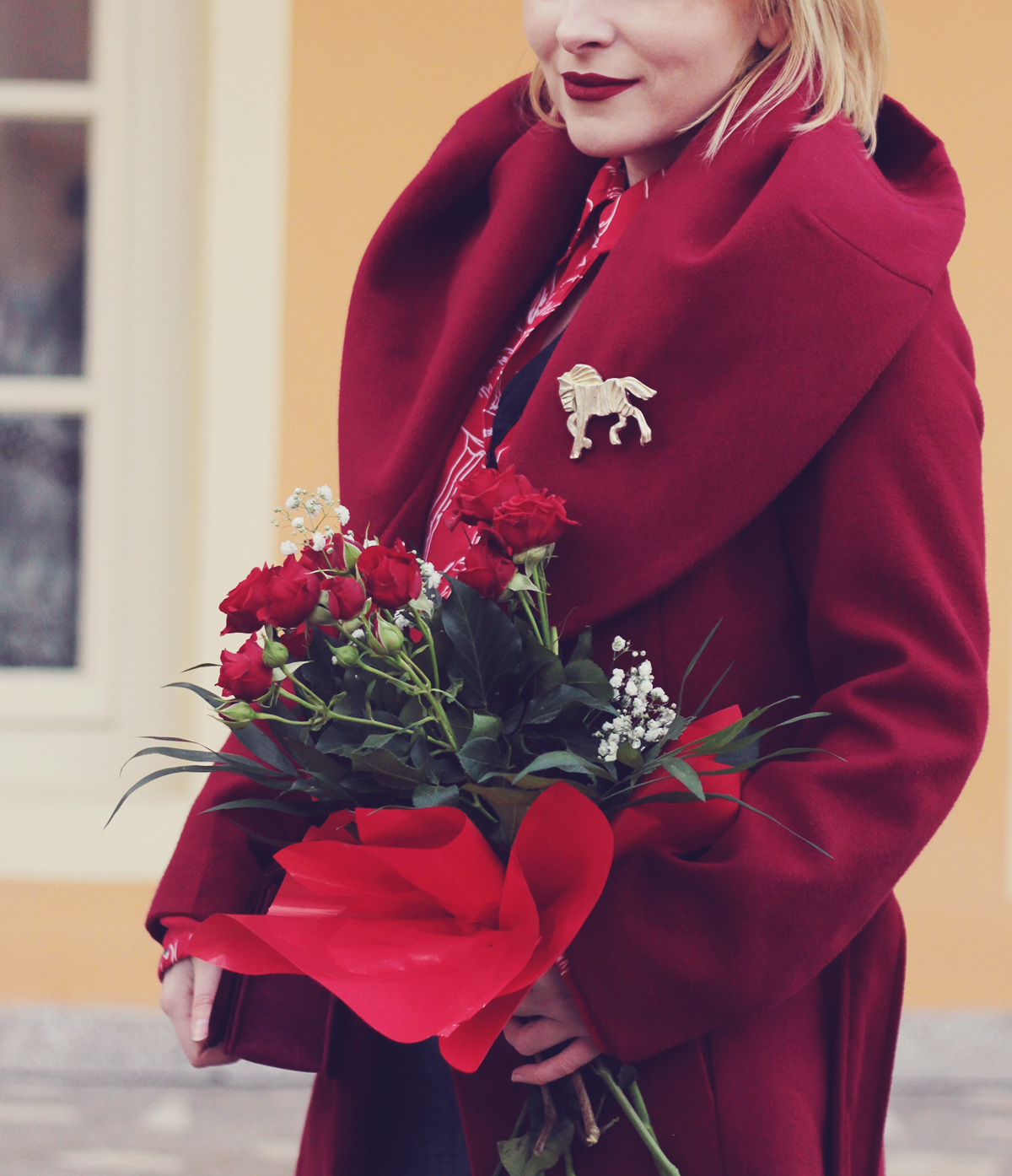 colorblocking, red, winter look, red flamingo shirt, red roses bouquet, spring, red coat, big horse brooch