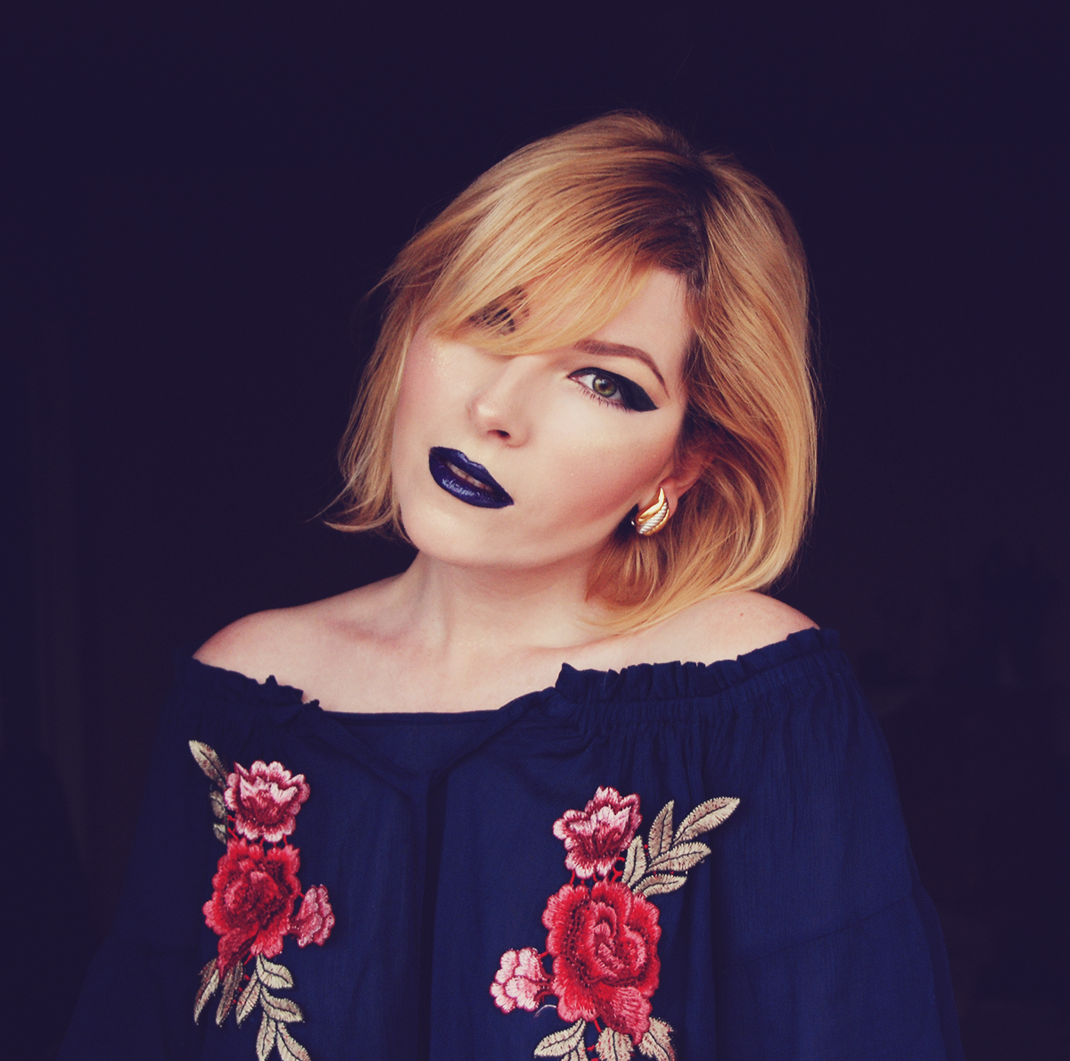 Valentine's Day look, blue lips, extreme cat eye for hooded lids, make-up, make-up tutorial, burberry earrings, off the shoulder floral embroidered top