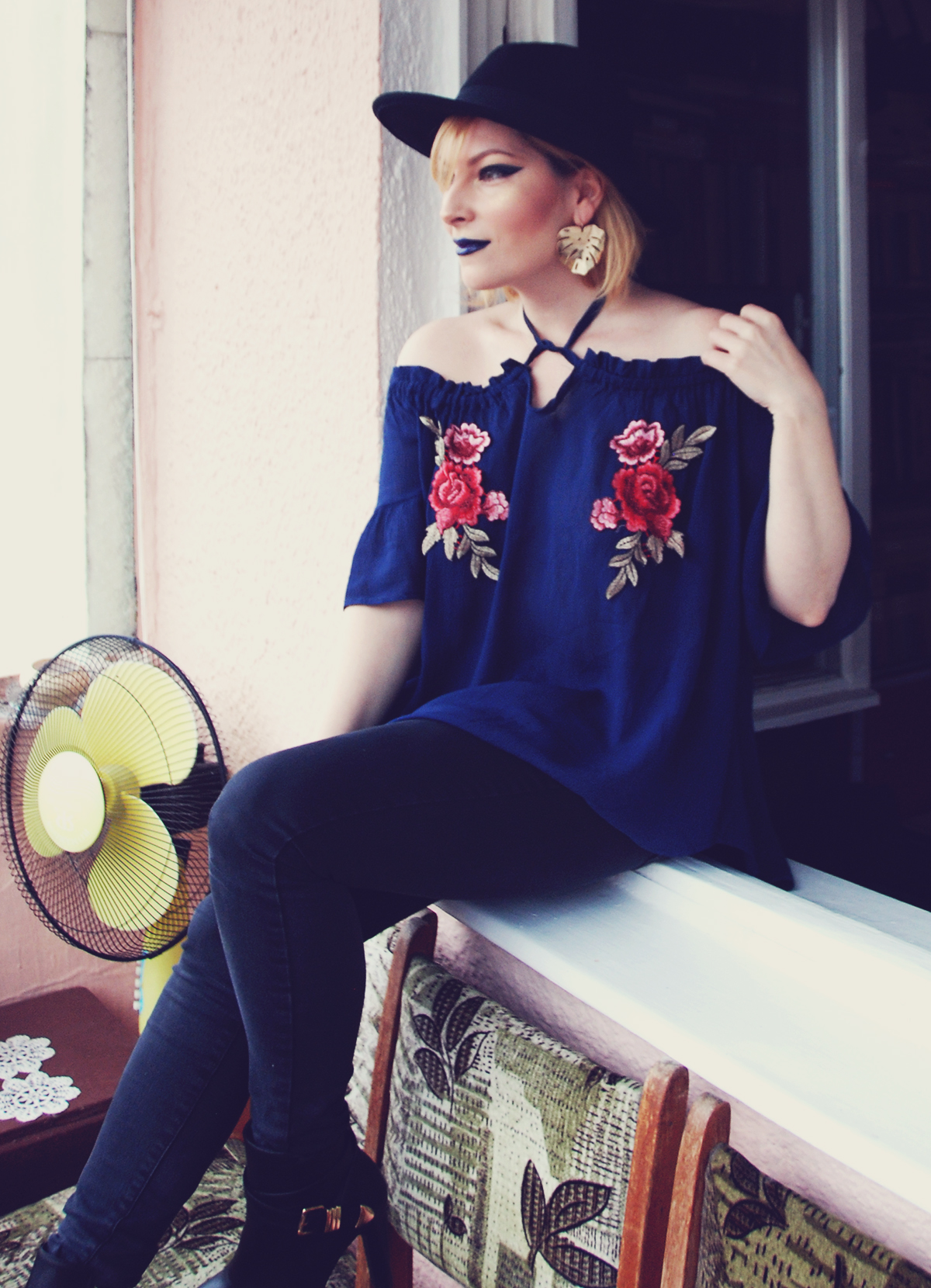 Valentine's Day look, blue lips, extreme cat eye for hooded lids, make-up, make-up tutorial, big leaf earrings, off the shoulder floral embroidered top, bohemian, jeans, boots, hat